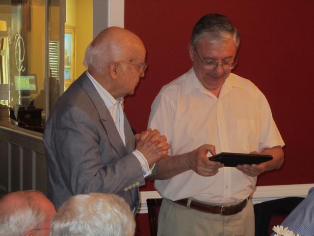 Alvaro Lopes delivers 10 year plaque to J. Luis Colacoiavo